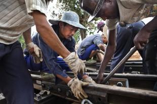 Angola-Chinese-labourer-DieterTelemans-Panos-00153686-310x206.jpg